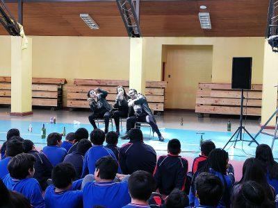 Obra de teatro llegó con mensaje de prevención del consumo de alcohol y otras drogas a colegios de Punta Arenas