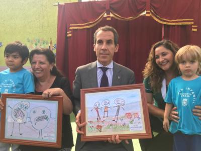 Alcalde de Santiago y Directora (S) Regional de SENDA hicieron entrega de sets de útiles escolares a pequeños de diversos jardines infantiles