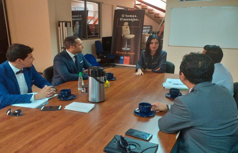 SENDA Arica y Superintendencia de Educación establecen trabajo colaborativo