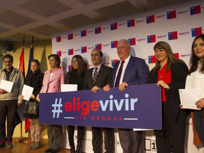 """AUTORIDADES HACEN ENTREGA DE """"CARTA PRESIDENCIAL A LAS FAMILIAS CHILENAS"""" A PADRES Y APODERADOS DE LA COMUNA DE ÑUÑOA"""