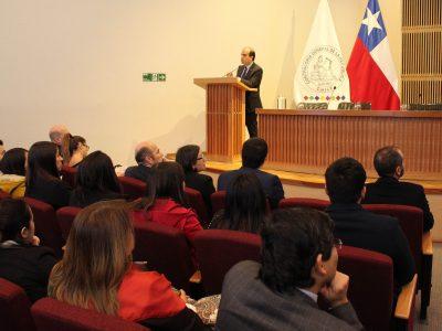 DIRECTOR NACIONAL DE SENDA DICTA CHARLA PREVENTIVA DE DROGAS Y PARENTALIDAD A FUNCIONARIOS DE LA CONTRALORÍA