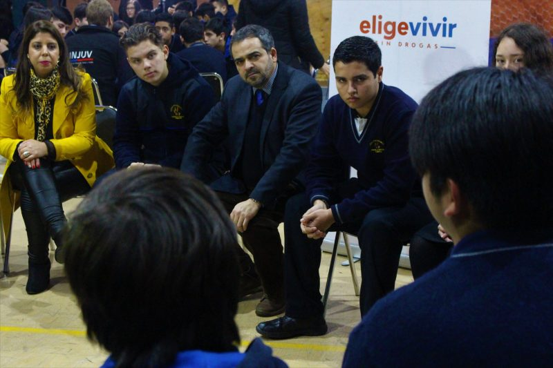 Autoridades de Estado conversan sobre drogas con escolares de La Araucanía