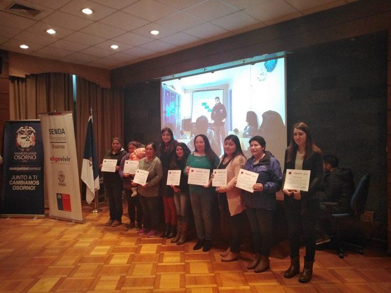 Familias de Osorno reciben certificación por participación en programa de fortalecimiento parental