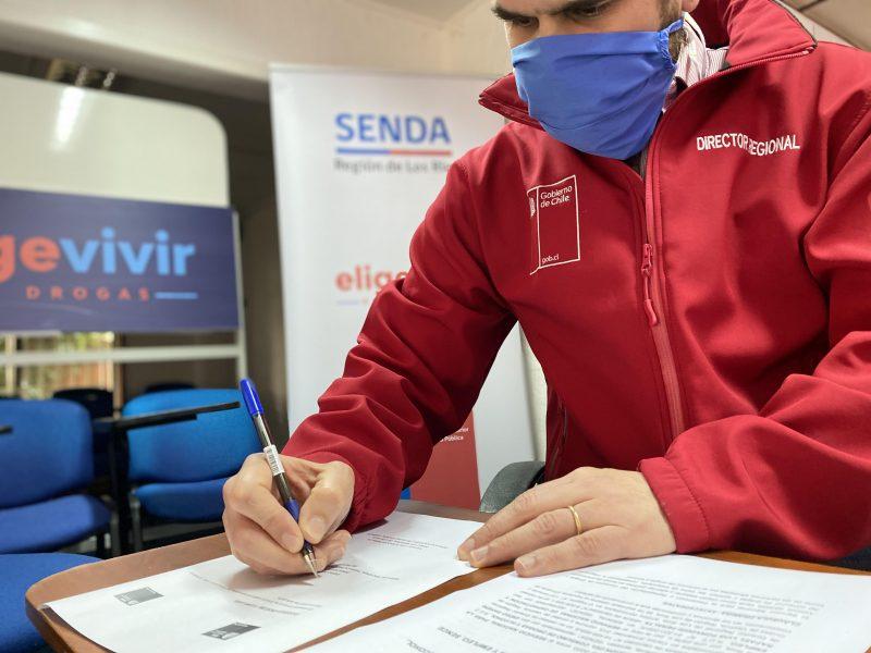 SENDA Y SENCE Los Ríos firman convenio para fortalecer la capacitación y reinserción laboral.
