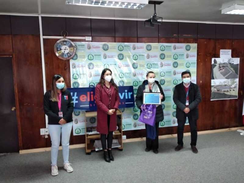 SENDA entrega reconocimiento a Liceo Bicentenario Paulo Freire y el Colegio Quellón por su participación en la encuesta Juventud y Bienestar