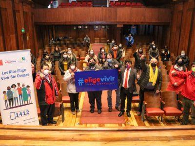 SENDA Los Ríos certificó a padres, madres y adultos cuidadores de 3 Establecimientos Educacionales de Lanco.